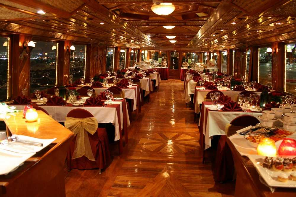 5 Star Dinner Cruise - Dubai Creek